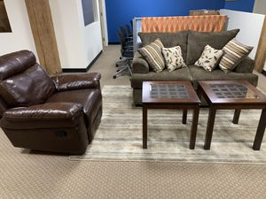 Complete Living Room Set (willing to sell individual items separately) for Sale in Chicago, IL