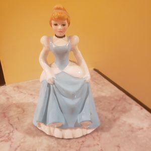 "WALT DISNEY PRODUCTIONS CINDERELLA CERAMIC FIGURINE BLUE DRESS BROWN HAIR 5.5"" for Sale in Branford, CT"