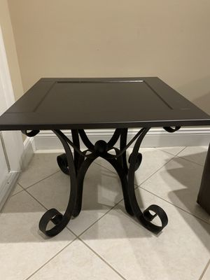 Dark brown end table with Iron legs and wood top for Sale in Miramar, FL
