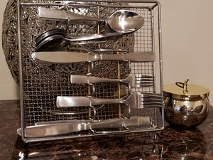 Gibson 61 Piece Flatware Set with Wire Caddy service for 12 people for Sale in Clovis, CA