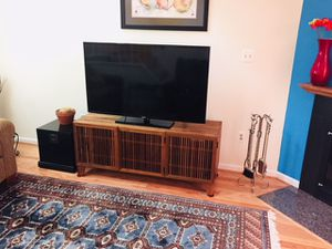 """45"""" Samsung television and wooden television stand. for Sale in Gambrills, MD"""