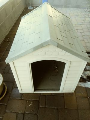 Suncrest Polyresin Dog House-pending for Sale in Glendale, AZ