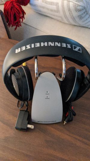 SENNHEISER WIRELESS HEADPHONES WITH CHARGER for Sale in St. Petersburg, FL