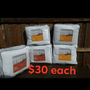 White Blankets Twin Size for Sale in San Pablo, CA