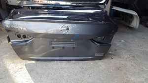 2019 2020 nissan altima SL.SR.SV rear tail trunk shell OEMused for Sale in Wilmington, CA