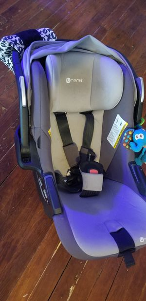 4moms car seat for Sale in Wilkes-Barre, PA