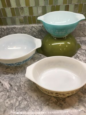 Pyrex, lot of 4 dishes for Sale in North Ridgeville, OH
