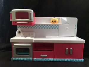 Shopkins kitchen set with 6 shopkins included authentic for Sale in Lehigh Acres, FL