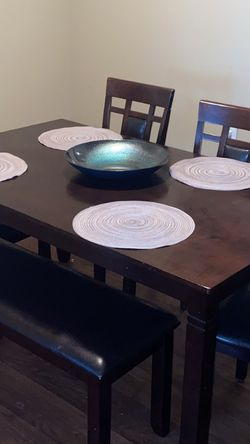 5 Chair Wooden Dining Room Table for Sale in Murfreesboro,  TN