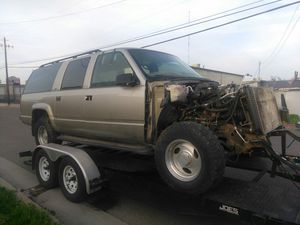 Parting out 1999 Chevy suburban 4x4 for Sale in Fresno, CA