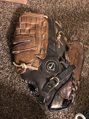 baseball ⚾️ Glove in good condition for Sale in Fresno, CA