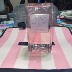 NEW VICTORIA SECRET MIST for Sale in Fresno,  CA