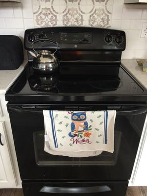 GE Electric Glasstop Oven/Range for Sale in Lawrenceville, GA