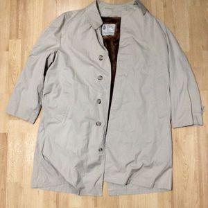 Used Vintage London Fog Raincoat Beige Color Mens Size 42R for Sale in Agoura Hills, CA