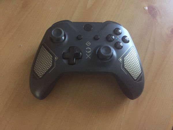 Xbox One 500GB Storage Gen 1 - Comes with Elite Soldier Xbox One Controller, also comes with AC cord, and HDMI