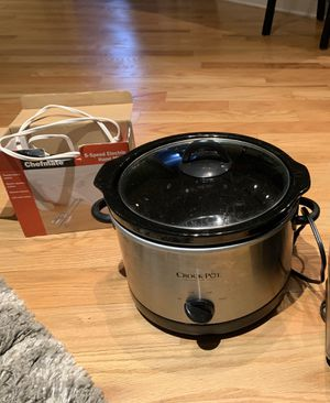 Kitchen Appliances: hand mixer and slow cooker for Sale in Chicago, IL