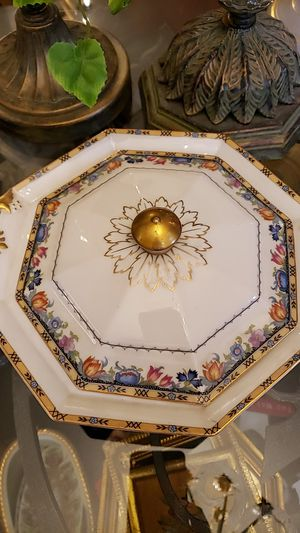 Beautiful Bavarian porcelain vegetable bowl with lid. for Sale in Boynton Beach, FL