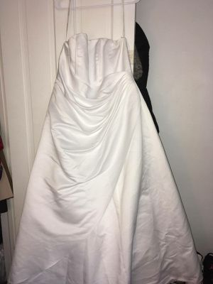 Size 18 wedding dress and the veil for Sale in Trenton, NJ