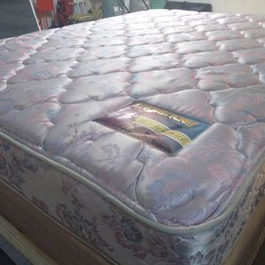 "Queen Mattress 11"" Englander And Box Spring. Free Delivery. Like New. for Sale in Orlando, FL"