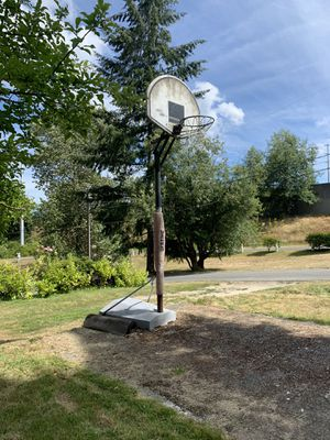 Basketball hoop ***Free*** for Sale in Everett, WA
