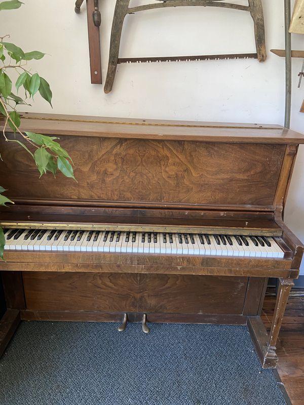 Piano - Francis Bacon Piano