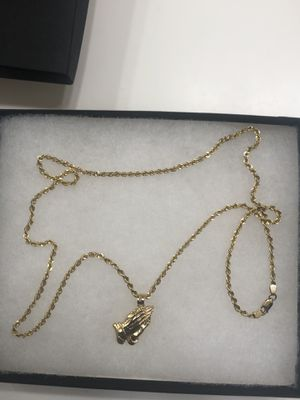 24inch 10k gold rope chain with praying hands pendant for Sale in Menifee, CA