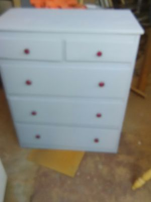 Small 5 drawer dresser for Sale in Fresno, CA