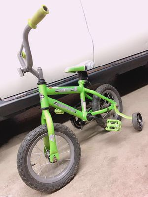 Kid Bike 12.5 inch with training wheels for Sale in Moreno Valley, CA