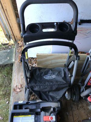 Graco car seat carrier/stroller for Sale in North Attleborough, MA