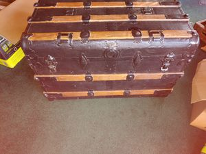 Antique metal trunk for Sale in TEMPLE TERR, FL
