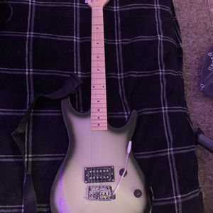 Viper Guitar W/amp Cords And Carrying Bag for Sale in Sparks, NV