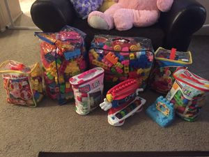 Mega blocks over at 1100 pieces. Everything in the pictures. for Sale in Tolleson, AZ