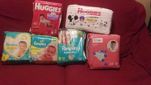 Diapers ,2 pcks of huggies size 3 & 2, 3 pcks of pampers size 1,2,3 & 2 pcks of kidget size 3 for Sale in Chicago, IL