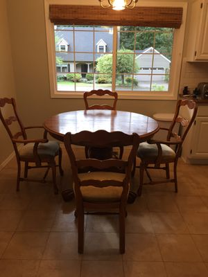 """Solid oak kitchen or dining room table with 6 chairs and leaf. Diameter is 48"""". Height is 32"""" and the leaf is 24"""" x 48"""". for Sale in Tumwater, WA"""