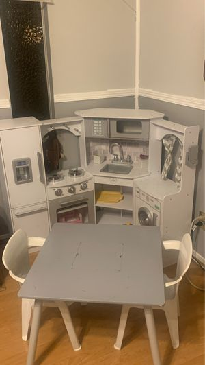 Kids kitchen with table and 2 chairs for Sale in Las Vegas, NV