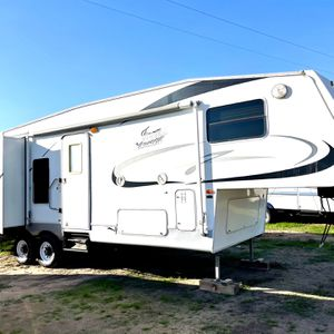 2005 Jazz By Thor 5th Wheel Travel W/ 2 Slideouts for Sale in Modesto, CA