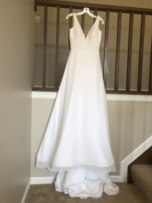 Wedding Dress size 6 Never worn for Sale in Westerville, OH