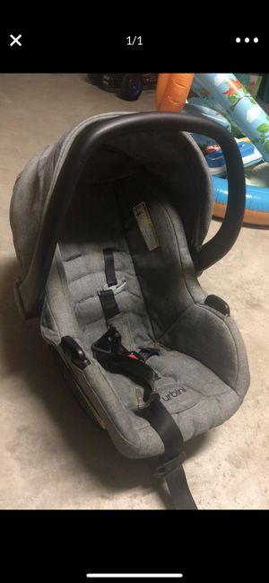 Urbuni car seat with base for Sale in Laredo, TX
