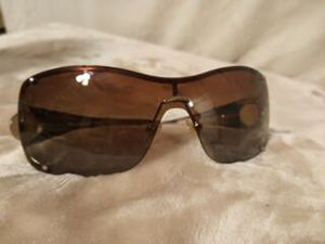 Tommy Bahama woman's sunglasses for Sale in Sacramento, CA