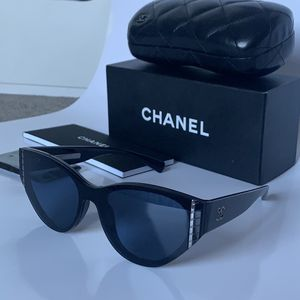 Chanel Sunglasses Woman for Sale in El Cajon, CA