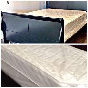 King black sleigh bed with mattress (Free Delivery) for Sale in College Station, TX