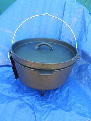 8 Qt Texsport Cast Iron Dutch Oven Legs Lid Dual Handles Easy Lift Wire Handle. for Sale in Ventura, CA