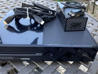 Xbox One 500GB Black With Cords Controller And Turtle Beach Headset for Sale in Pompano Beach,  FL