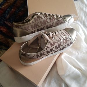 Like New MICHAEL KORS Shoes Size 9** Pick Up In Mountain House By Tracy for Sale in Discovery Bay, CA