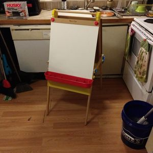 Melissa And Doug Standing Easel for Sale in Lexington, SC