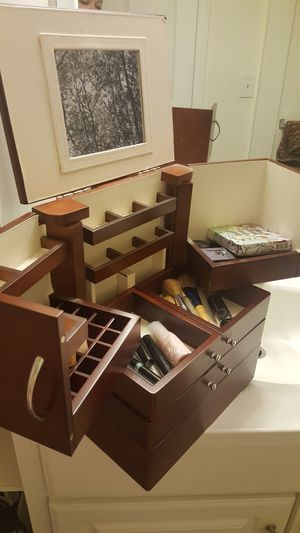 Beautiful Wood Makeup case with many compartments for Sale in Methuen, MA
