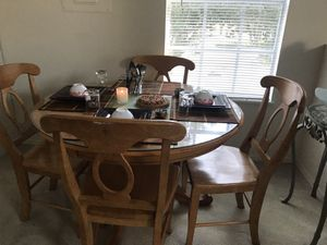Sweet dining table with 4 chairs - $80 / OBO for Sale in Kissimmee, FL