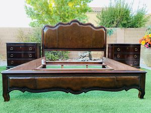 BEAUTIFUL CAL -KING BEDROOM SET ( HEAVY WOOD ) FREE DELIVERY 🚚 FIRM PRICE $980 ( UNIVERSAL FURNITURE/MAHOGANY ) GOOD CONDITION for Sale in Las Vegas, NV