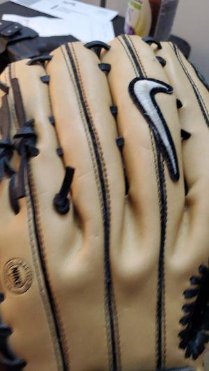 Diamond elite edge baseball glove 12.50 for Sale in Orlando, FL