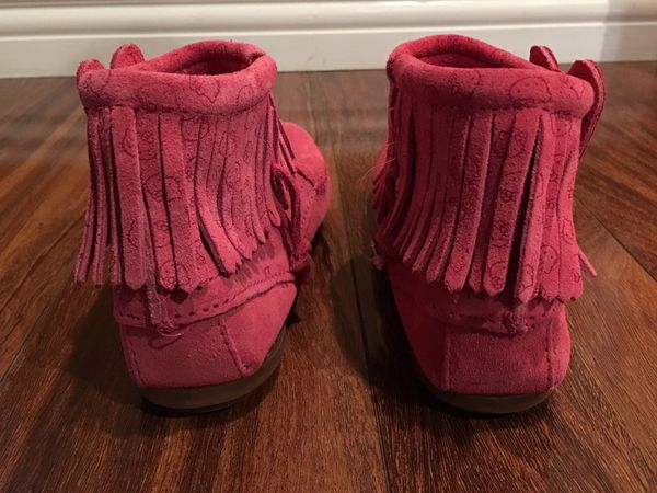 Brand New Girls Minnetonka Hello Kitty pink suede boots size 3